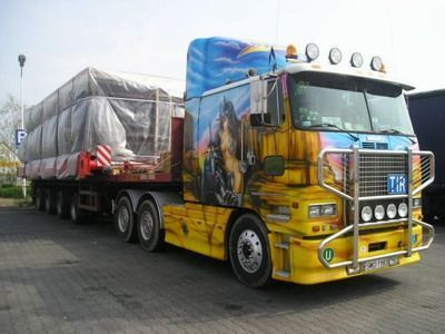 Voici les plus beau camion picture to pin on pinterest for Camion americain interieur